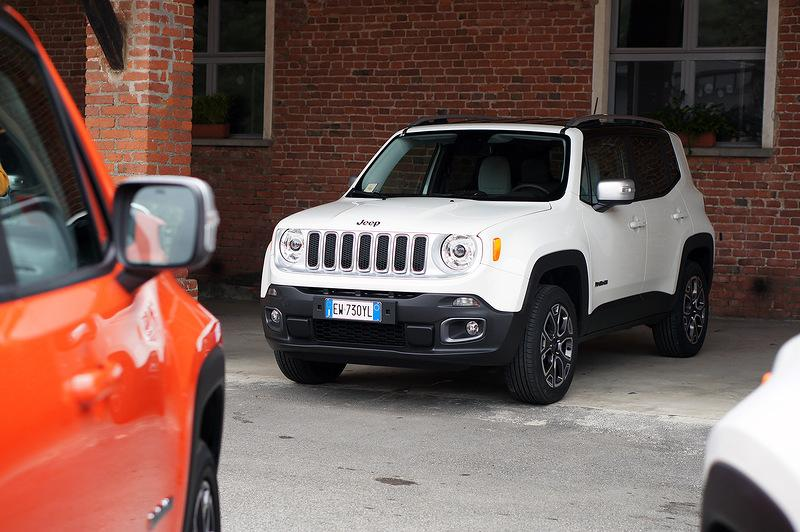 В Сети появились шпионские снимки Jeep Renegade 2019 года